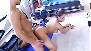 Rachel Roxxx fucked doggy position by her fitness trainer