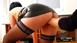 Amateur gets fist fucked in her loose cunt hole